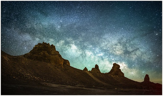 The Milkyway Over the Pinnacles