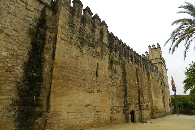 torre de los Leones muralla norte exterior del Alcázar de los Reyes Cristianos Cordoba 01