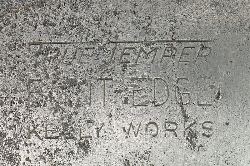 RD27168 Vintage KELLY WORKS True Temper Flint Edge Double Bit Axe Head DSC09012