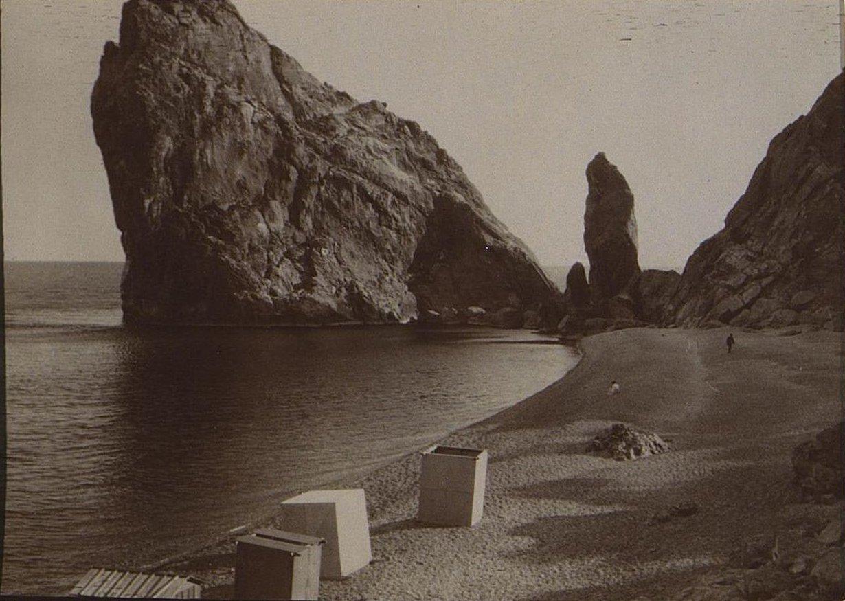 16. Скалы на берегу. 1905
