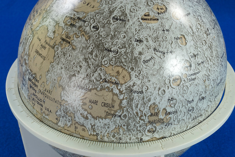 RD21967 Vintage 1970 Replogle 6 inch Moon Globe Showing Apollo 11 with Stand DSC08992