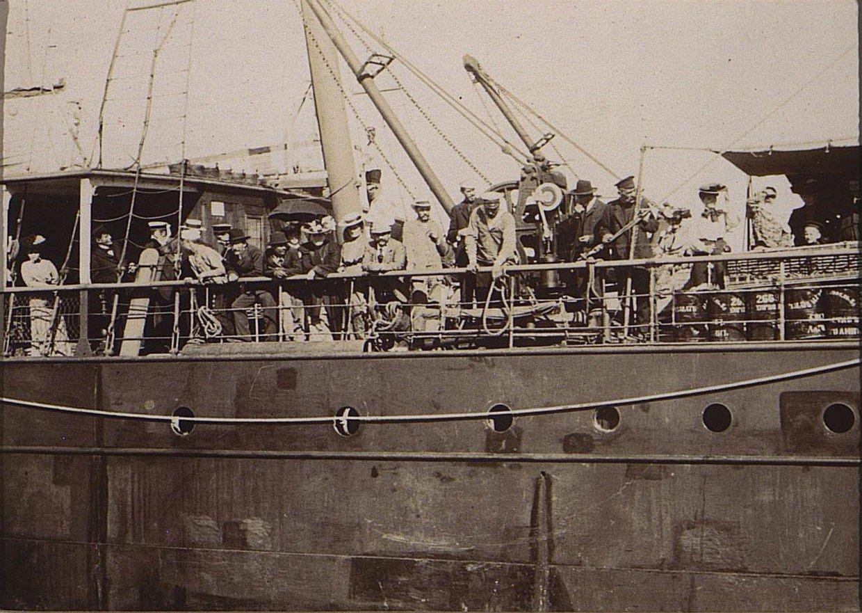 11. Неизвестные на палубе корабля