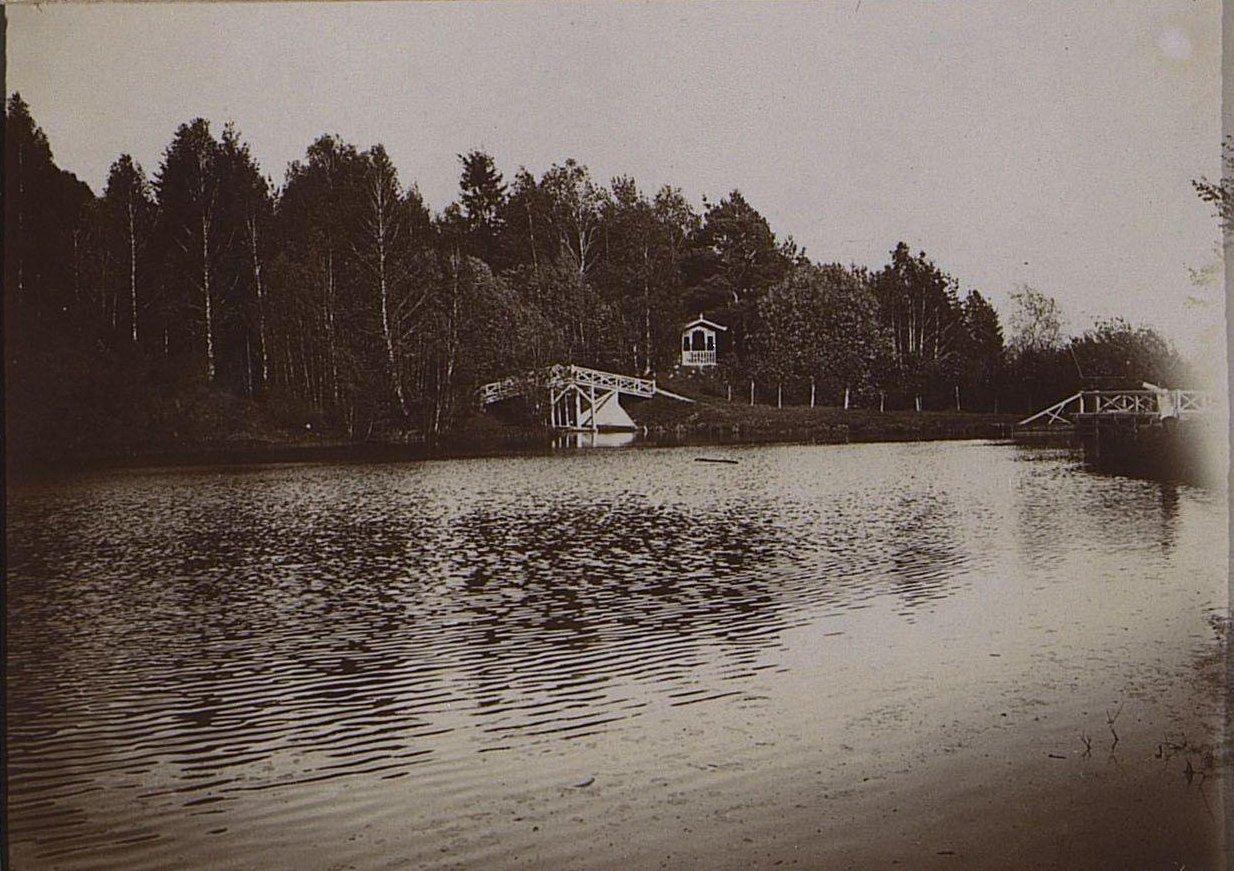 10. Река, мост и постройки на берегу