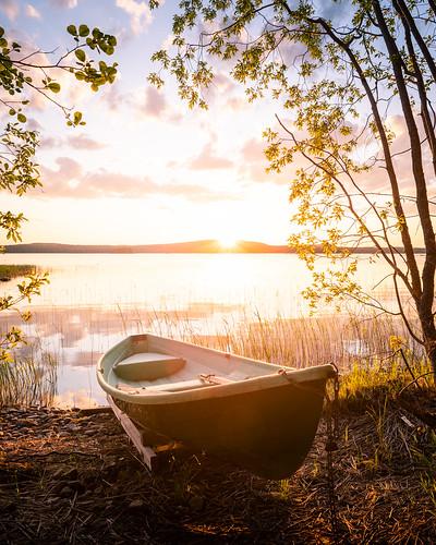 suomi finland jyväskylä leppälahti sunset landscape summer evening trees boat nature water lake shore sun clouds auringonlasku amazing europe nikon d750 tamron 2470mm