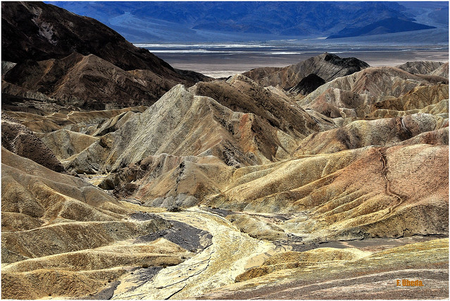 American West  - No, it's not Mars, there are trails!  // Death Valley - Valle de la Muerte  -