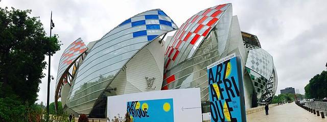 LV Fondation by DANIEL BUREN