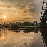 16. Juuni 2020 - 20:06 - Diese Brücke führt über die Weser bei Hehlen, Niedersachsen.