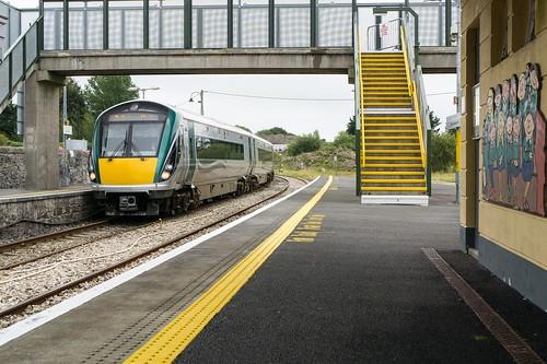 claremorris clárchlainnemhuiris railway station train countymayo contaemhaigheo connacht republicofireland 2019 class22000 dieselmultipleunit railcar 22016 iarnródéireann irishrail 2019090803437101
