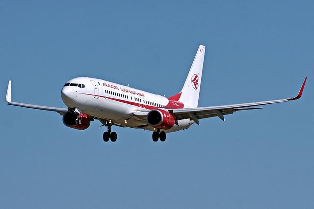 7T-VKJ 737-8D6 Air Algerie  Barcelona-El Prat 02-04-17