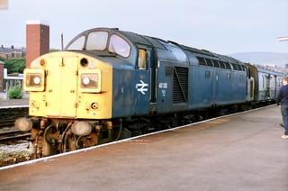 Split box Class 40 40135 pauses at Stalybridge on 1M79 Scarborough - Liverpool