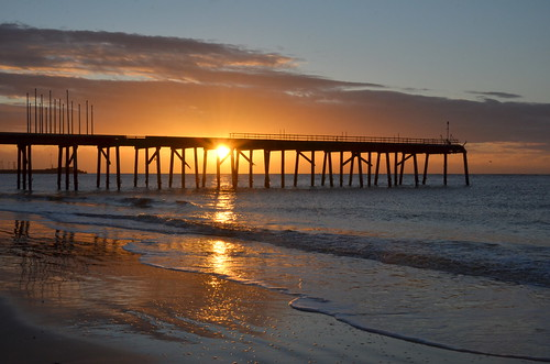 claremontpier lowestoft lowestoftsouthbeach lowestoftbeach pier suffolk sunrise morning reflection reflectionsinwater glitterpath