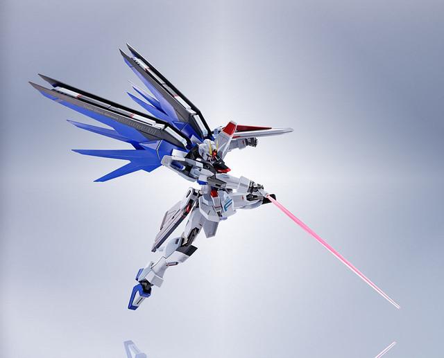 舞翔之劍降臨!METAL ROBOT魂《機動戰士鋼彈SEED》ZGMF-X10A 自由鋼彈(フリーダムガンダム)