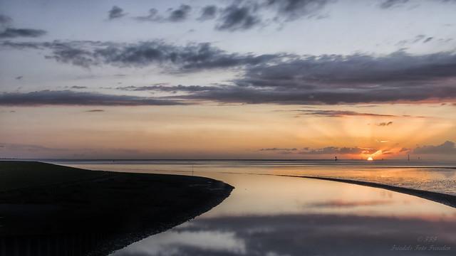 Sommerabend an der Wesermündung