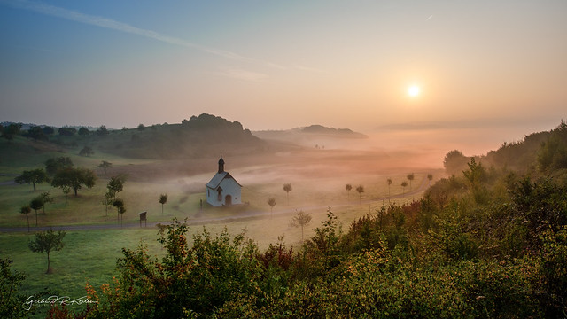 Foggy morning in the valley of the Finten chapel!