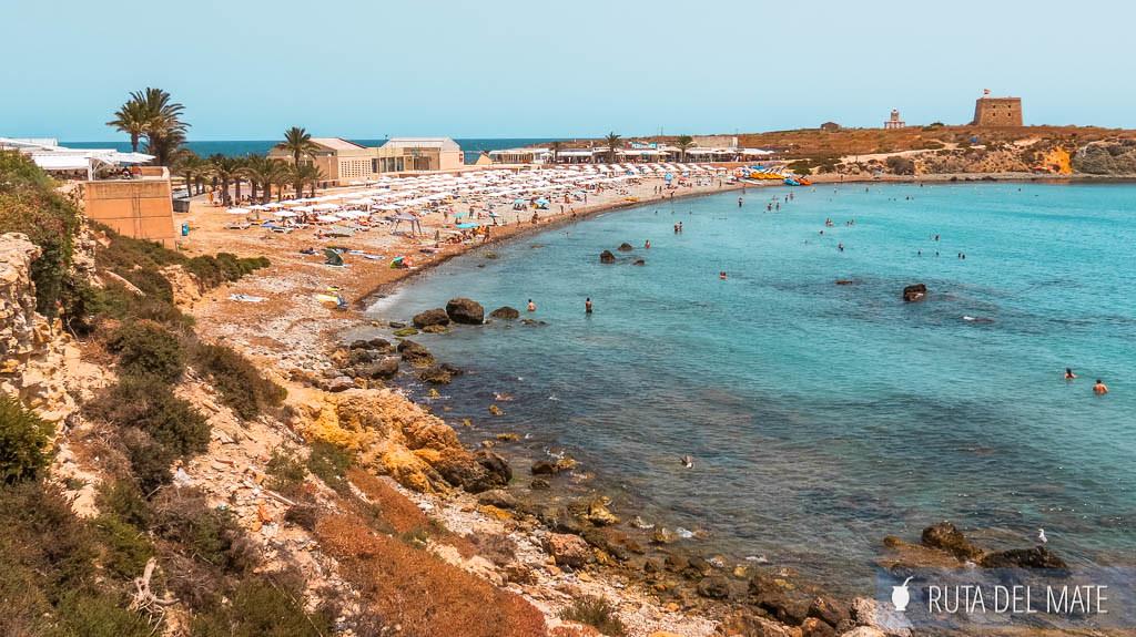 Disfrutar de las playas, una de las cosas que hacer al visitar la isla de Tabarca