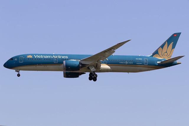 Vietnam Airlines 787-9 Dreamliner VN-A863 at London Heathrow LHR/EGLL