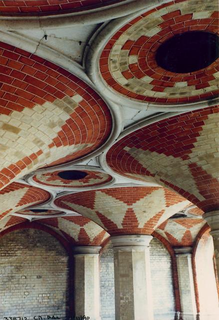 Subway roof, Crystal Palace, 1990 TQ3371-001