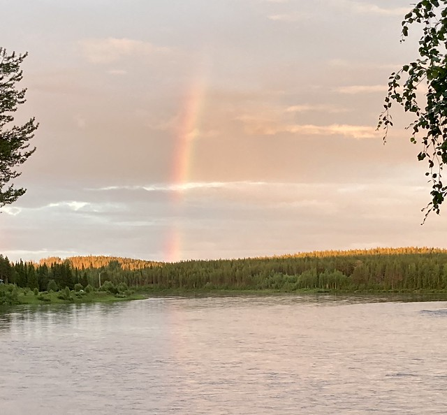 Midnight in Kihlangi, views of the Mounio River at the Arctic Circle