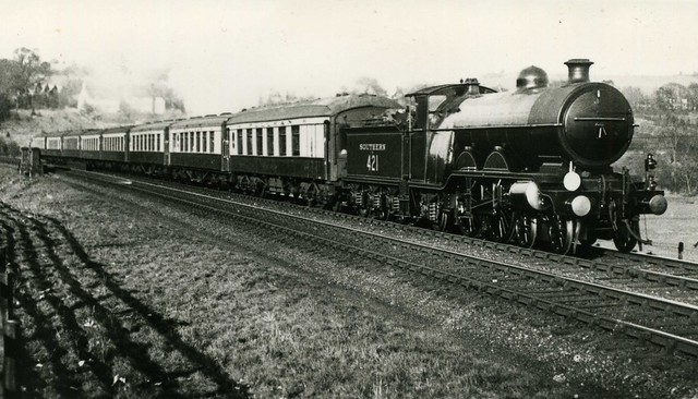 c1925 – Steam Southern H2 class 421 with Pullman train.