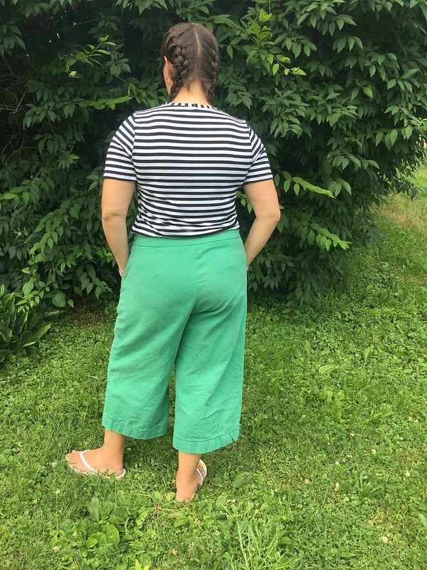 Simplicity 8391 Sailor-Inspired Shorts and Pants