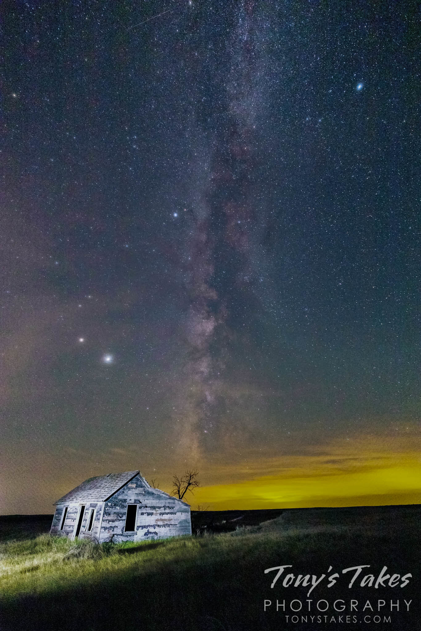 The Milky Way galaxy over an old farm house – with some bonuses