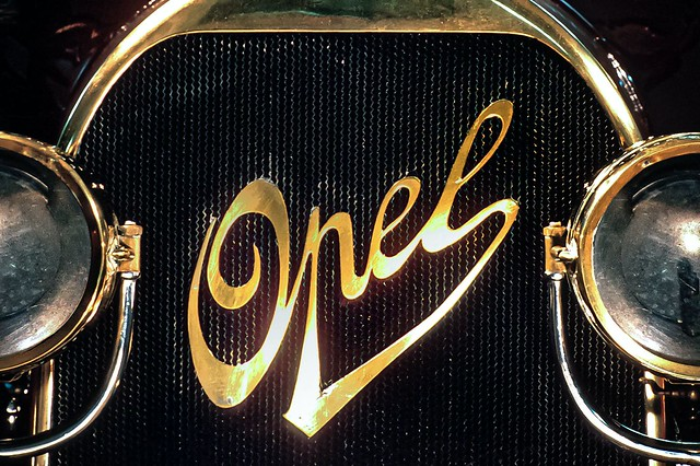 Opel-logo-throughout-the-years-1