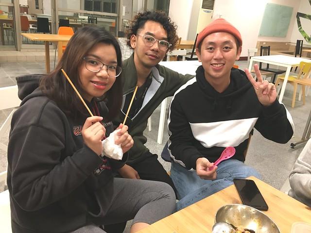 20200106 外籍生享用中華美食,湯圓和臘八粥