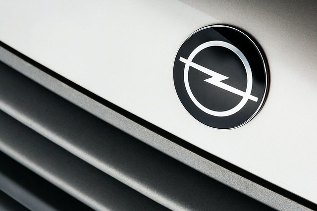 Opel-logo-throughout-the-years-10