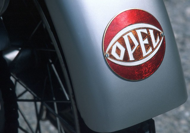 Opel-logo-throughout-the-years-6