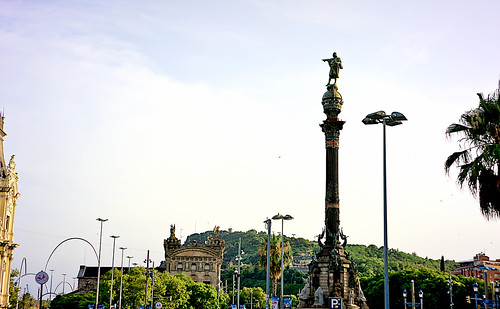 city street road monument art sculpture statue estatua plaça plaza sky cielo skyscape skyline cloud clouds building construction architecture mountain tree palmtree nature sunset atardecer columbus colombo colón colom barcelona outside outdoor