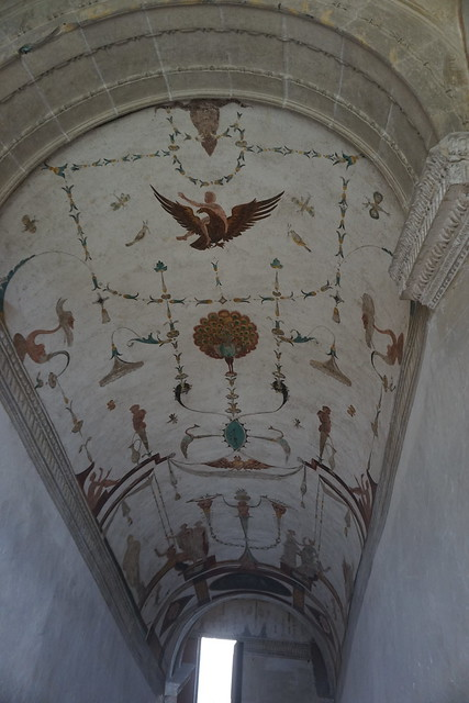 Château de Chareil-Cintrat : Escalier aux grotesques (1er niveau)