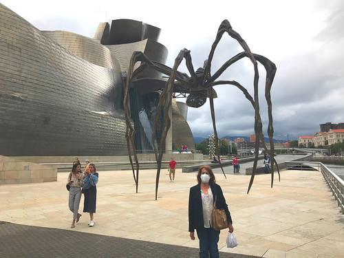 Mama, la araña de Bilbao junto al Museo Guggenheim