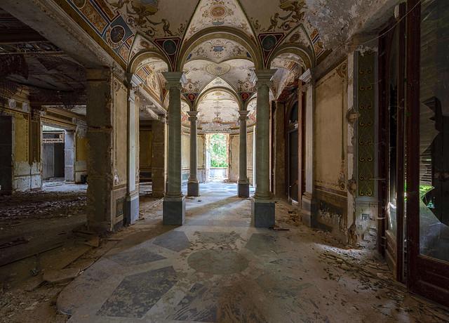 Italian Art Decor