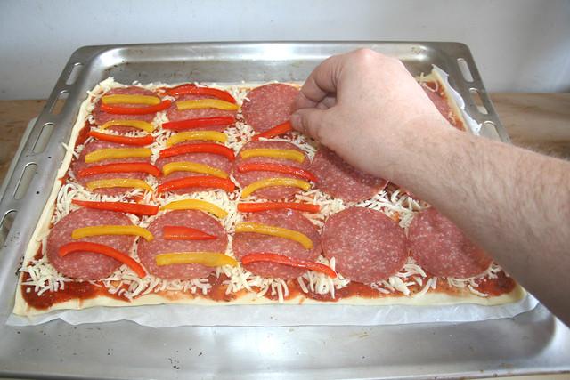11 - Paprikastreifen hinzufügen / Add bell pepper slices