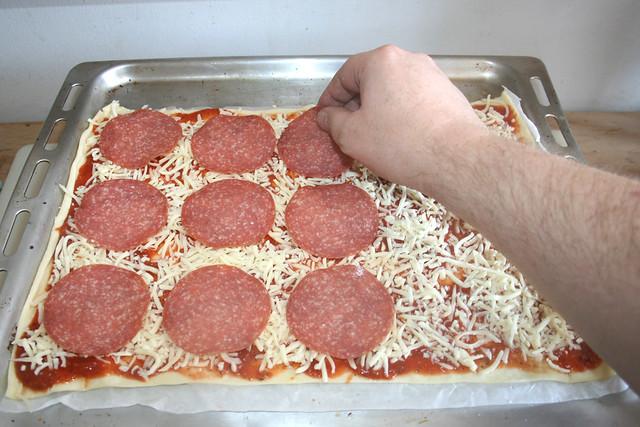10 - Salami auflegen / Add salami