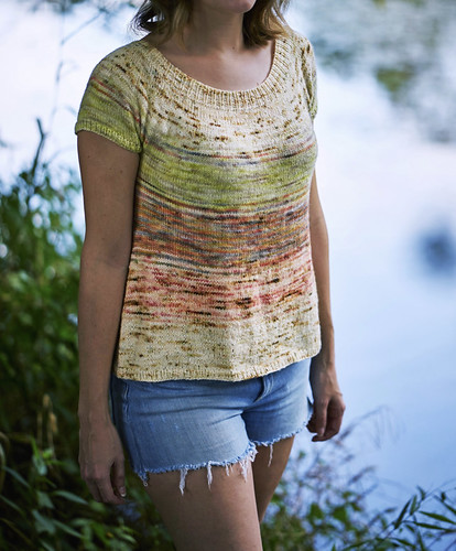 The V-Back Tee by Jamie Hoffmann is reversible! Knit in four colours, five colours or just one!!