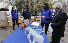 Ministro de Salud,Enrique Paris, recibe en Cenabast, donación de la Embajada de Israel  03