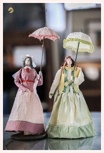 ドレスを着てパラソルを持つ貴婦人 | 紙人形作家、故「荻原敏子」氏の作品