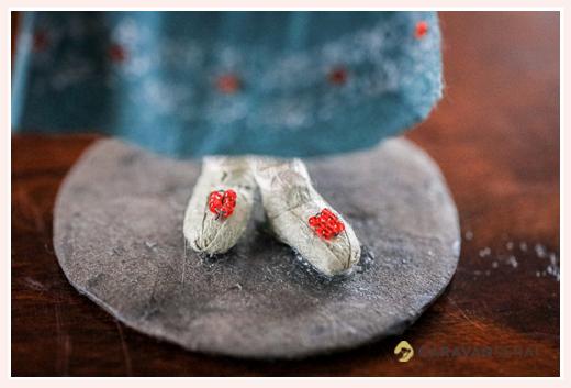 精巧につくられた靴 | 紙人形作家、故「荻原敏子」氏の作品