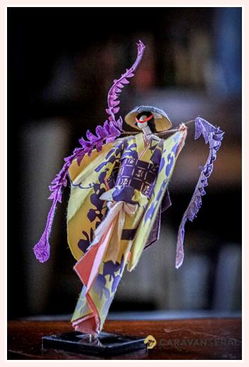 着物姿の踊る女性 | 紙人形作家、故「荻原敏子」氏の作品