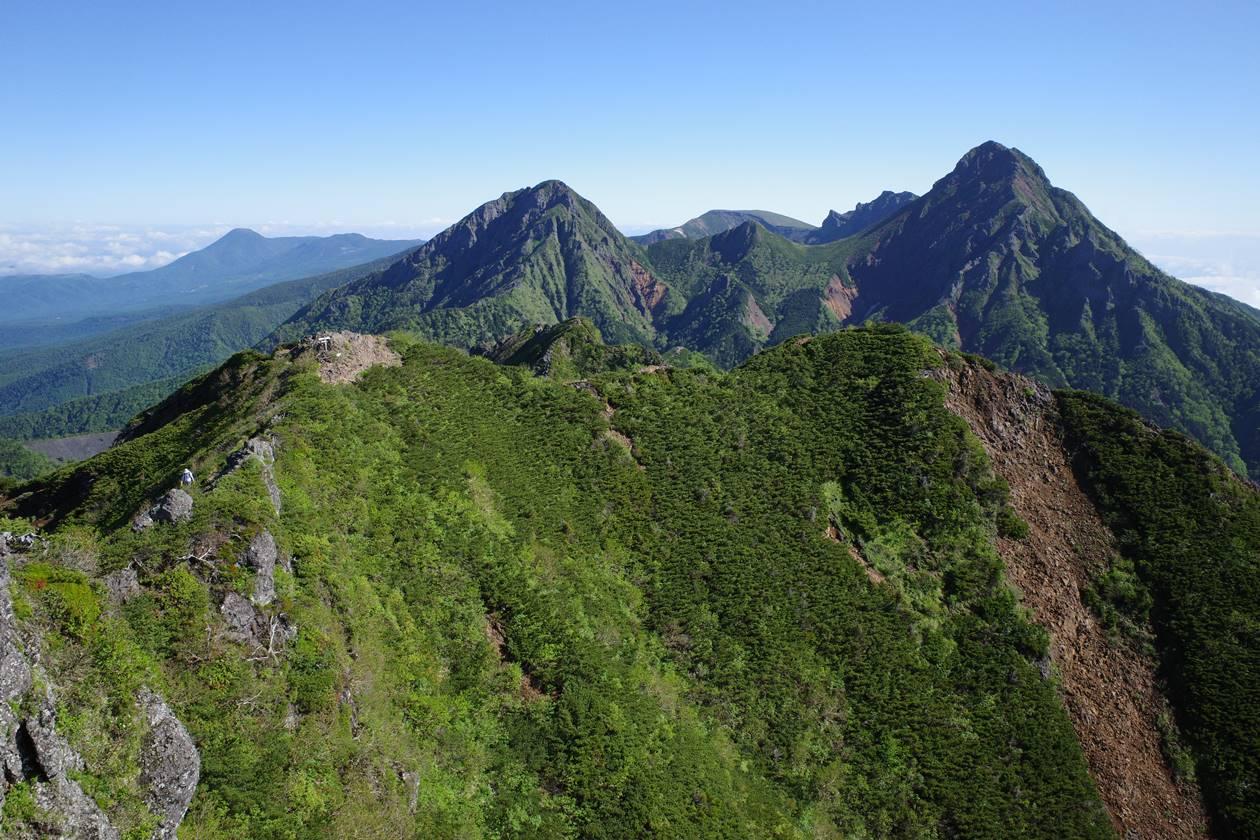 権現岳山頂から眺める阿弥陀岳~赤岳方と稜線