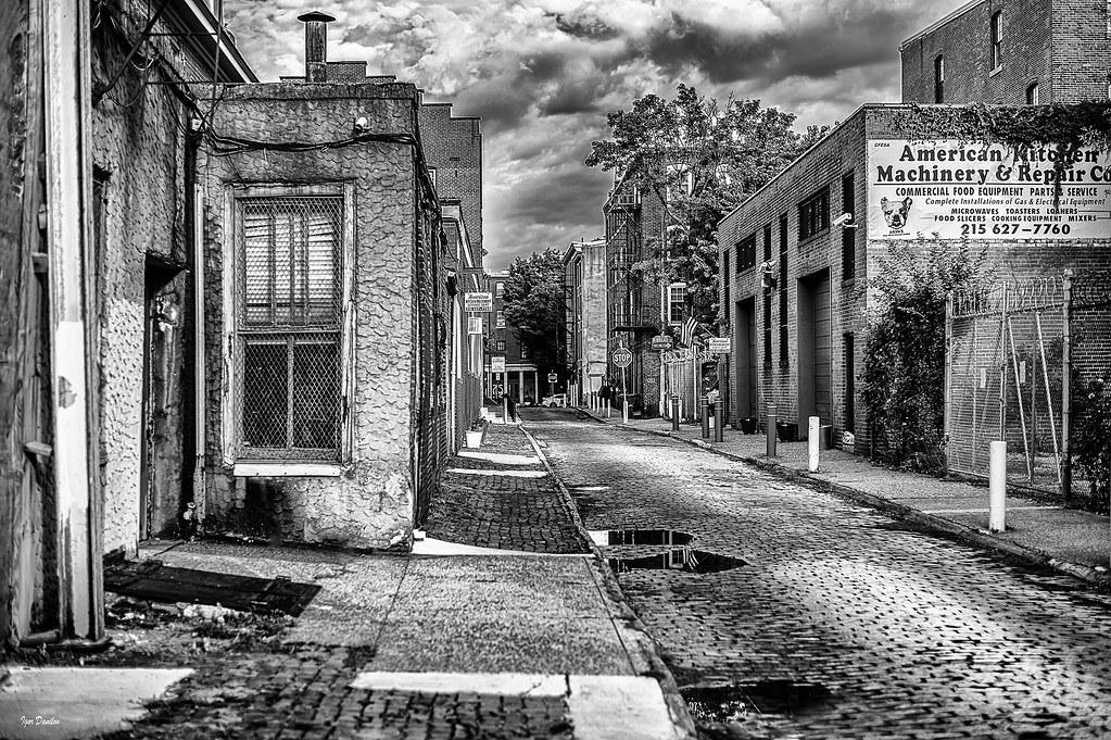 Quiet Quarry Street.