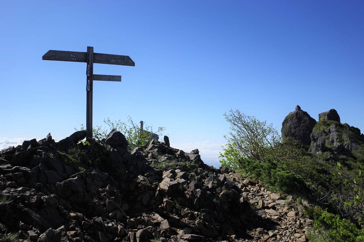 権現岳山頂の分岐