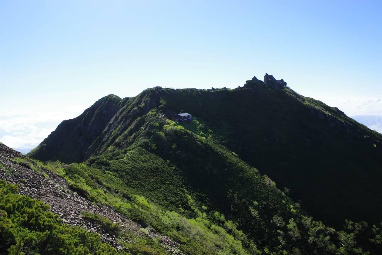 権現岳の稜線