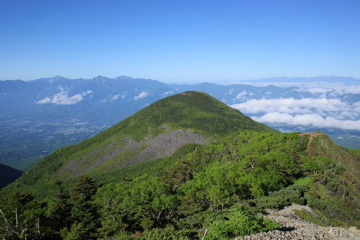 権現岳登山道から眺める編笠山と南アルプスの展望