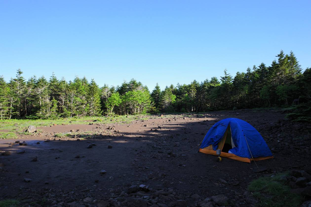 青年小屋のテント場