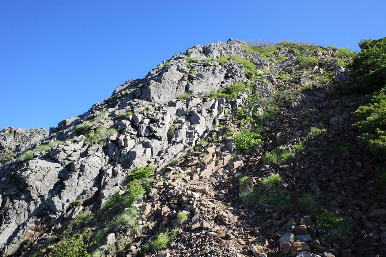 権現岳登山道のガレ場