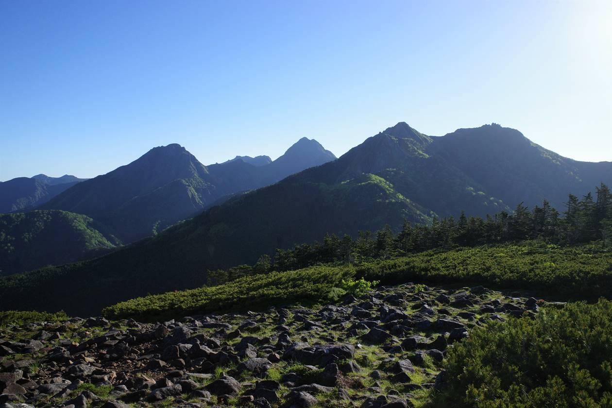八ヶ岳・編笠山から眺める赤岳方面の展望