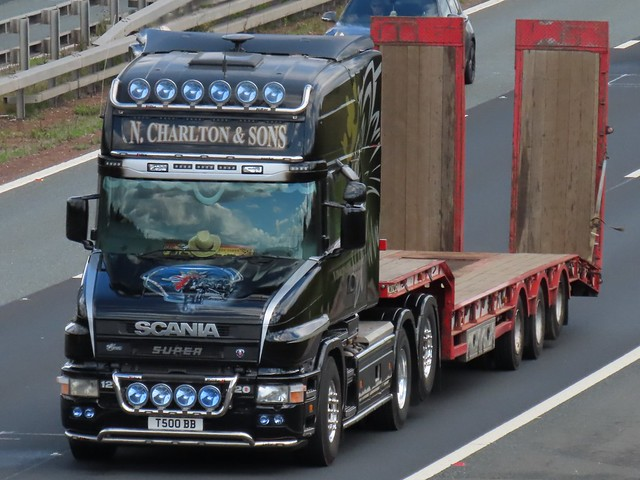 N Charlton & Sons, Scania 124L-420 (T500BB) On The A1M Southbound