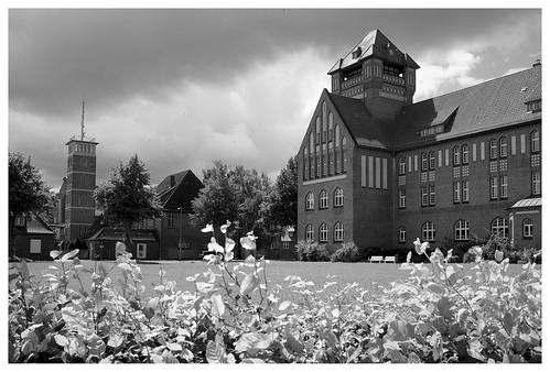 Stralsund - Hansa-Gymnasium und Feuerwache